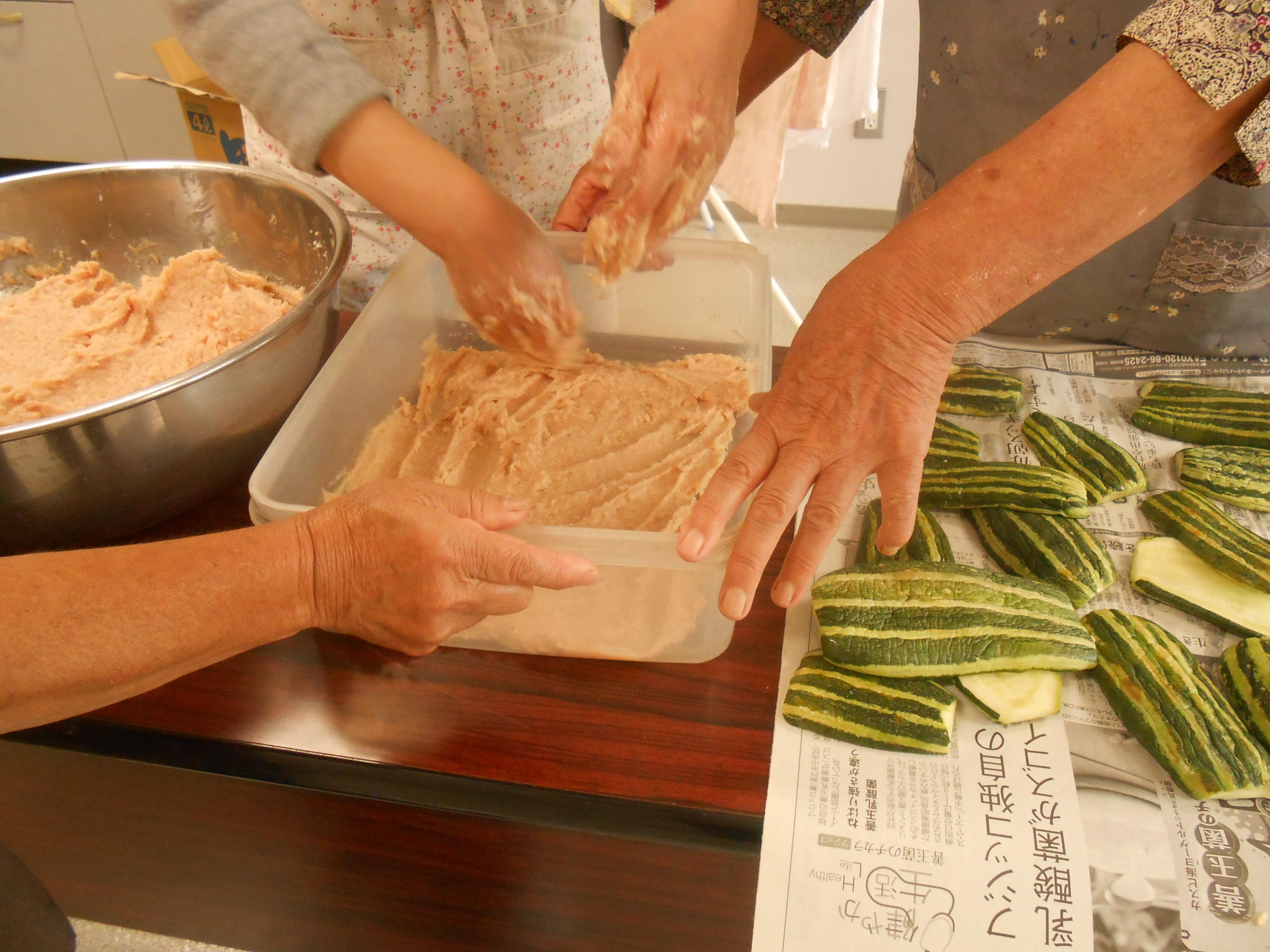 野沢菜の種蒔きと夏の郷土食作り体験