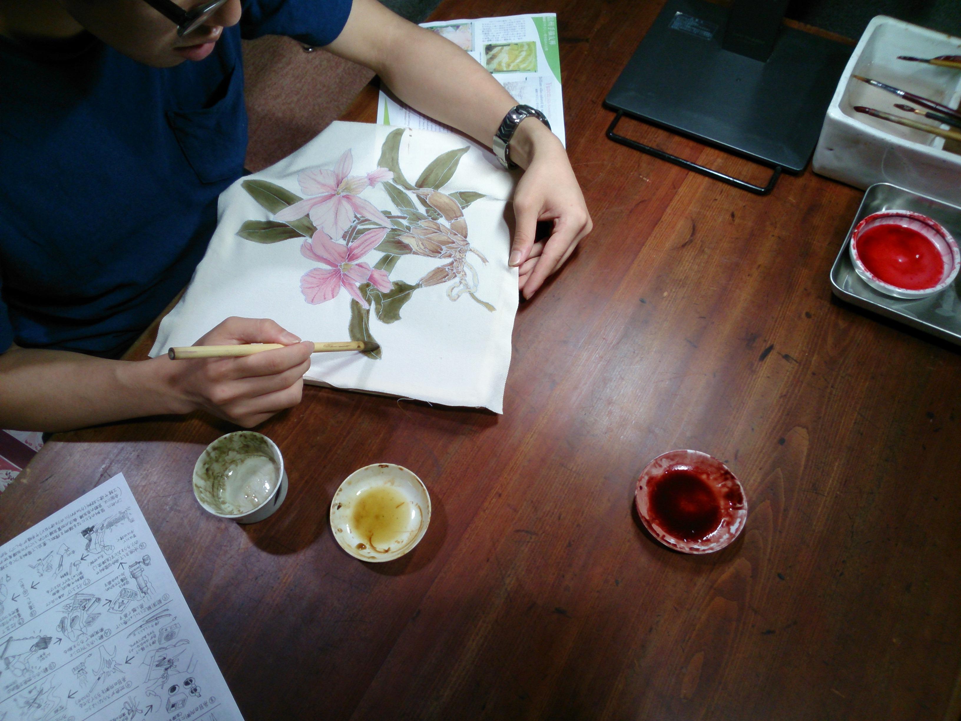 草木染めと伝統の手描き友禅染め